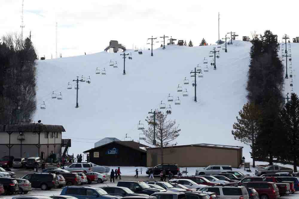 Skiing is a local favorite for things to do in Mantako MN.