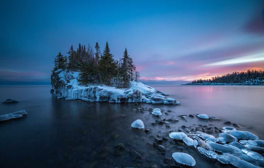 The great lakes are still beautiful in the winter, with snow dusted island and iney bluffs. Winter weeekend getaways are some of our favorite things to do in Two Harbors MN.
